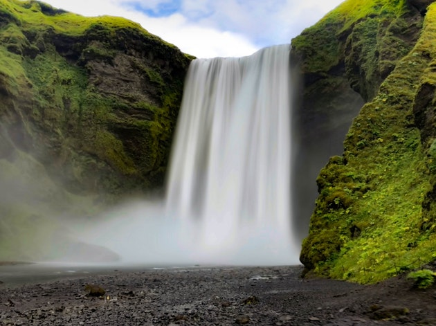 waterfalls produce negative ions